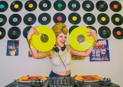 DJ Donna toca na Festa Latinidades
