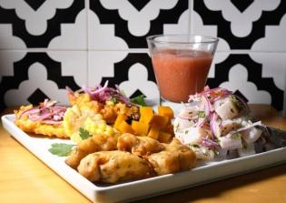 Cheviche, tortilha _de choclo, camote, empanadinhos de pescado e gazpacho andaluz, de Adriana Lima