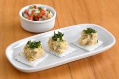 Quadrados de tapioca com carne de siri e molho de pimenta, de Cynara Menezes