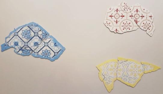 Desejos nº 11, nº 12 e nº 13 (2018), de João Angelini. Da Referência Galeria de Arte. A partir das ruínas de um azulejo, que remete ao período colonial brasileiro, constrói-se elementos florais e arabescos coloridos, vivos -- como nunca havia sido anteriormente.