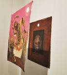 Tigrado 2 e 3 (2018) de Antônio Obá. Da galeria Elefante Centro Cultural. Sempre disposto a complexificar e denunciar a trajetória do negro em um ambiente racista, Obá cria cenas assustadores que permite o observador a olhar para seus próprios preconceitos.