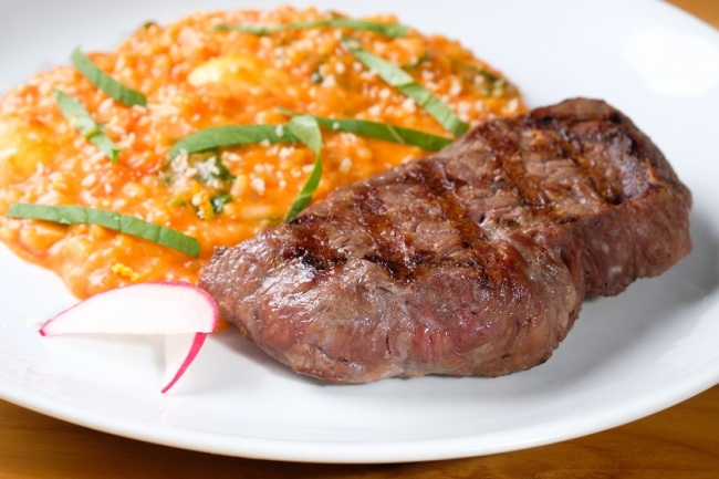 Baby beef com risoto de tomate (R$ 39)