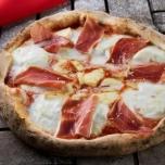 Pizza de burrata e parma (servido com porção de cannoli e 2 refrigerantes), da Casa Baco