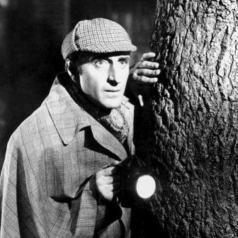Basil Rathbone, que fez o filme Sherlock Holmes em 1939 e Sherlock Holmes Enfrenta a Morte, em 1943
