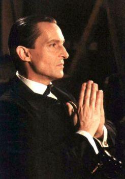 Jeremy Brett fez a série As Aventuras de Sherlock Holmes, em 1984, e a minissérie As Memórias de Sherlock Holmes, em 1994