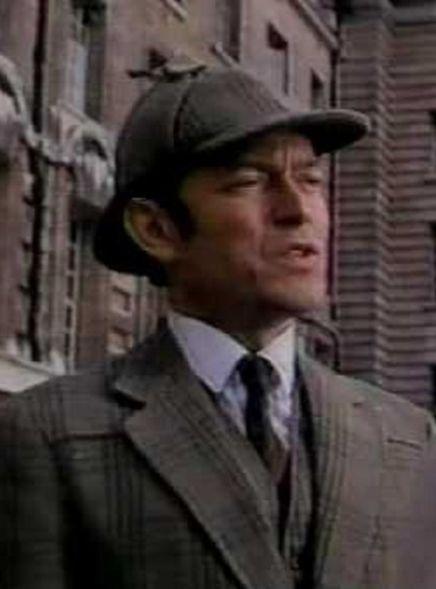 Michael Pennington em O Retorno de Sherlock Holmes, de 1987