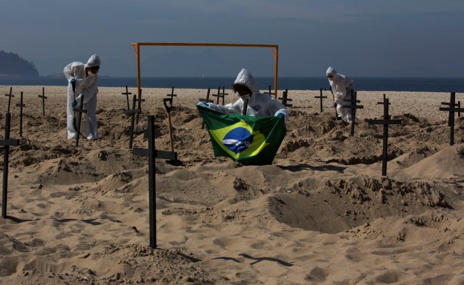Covid-Latam-Praia-de-Copacabana-Rio-de-Janeiro-Brasil-foto-Ana-Carolina-Fernandes-2-1 (1)